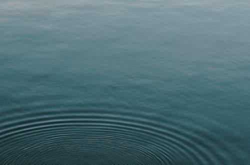 hladina vody jako symbol klidu