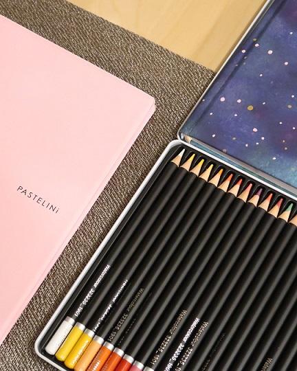 pastelky a zápisník z herního fondu
